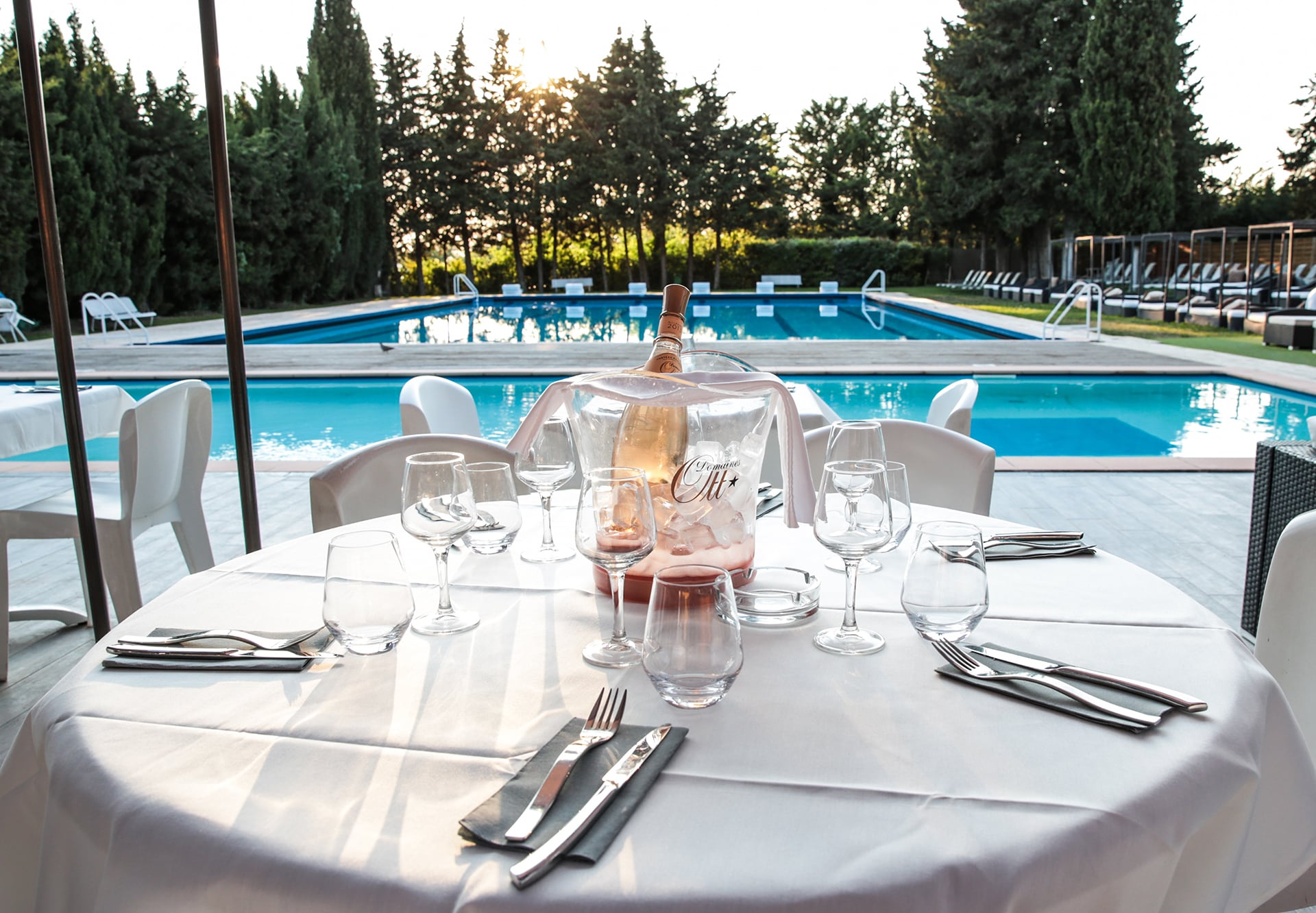 piscine-restaurant-terrasses-country-aix